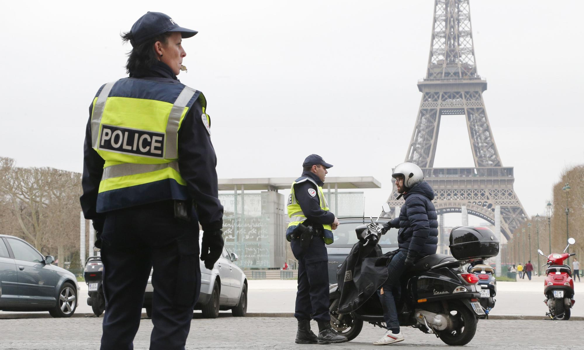 Paris smog forces authorities to get tough on traffic