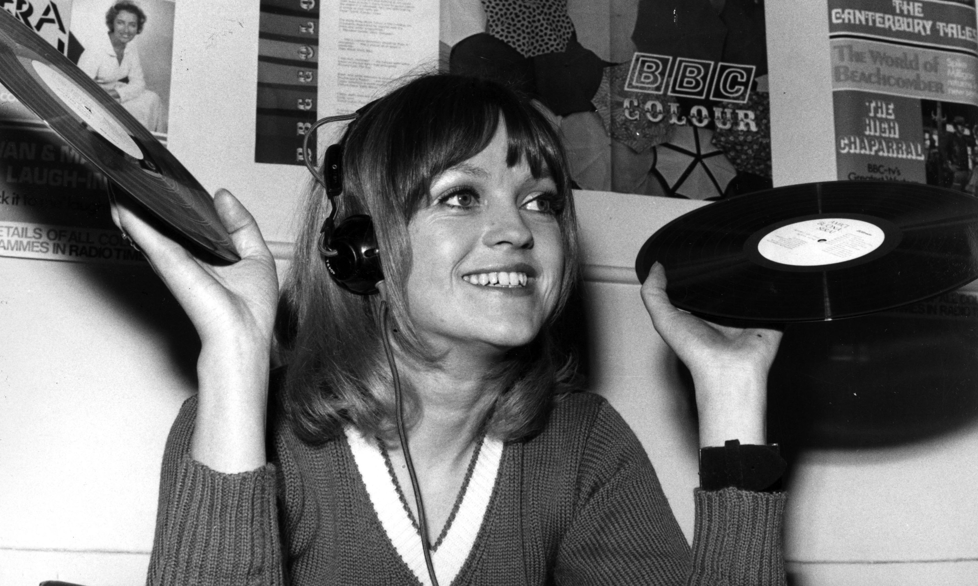 Annie Nightingale Radio 1 S First Female Dj And Caner Of The Year 2001 Music The Guardian