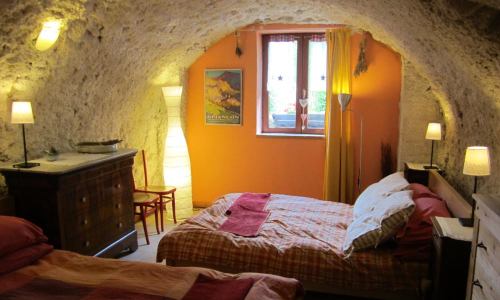 Cave-like bedroom at Snowgums, Serre Chevalier.