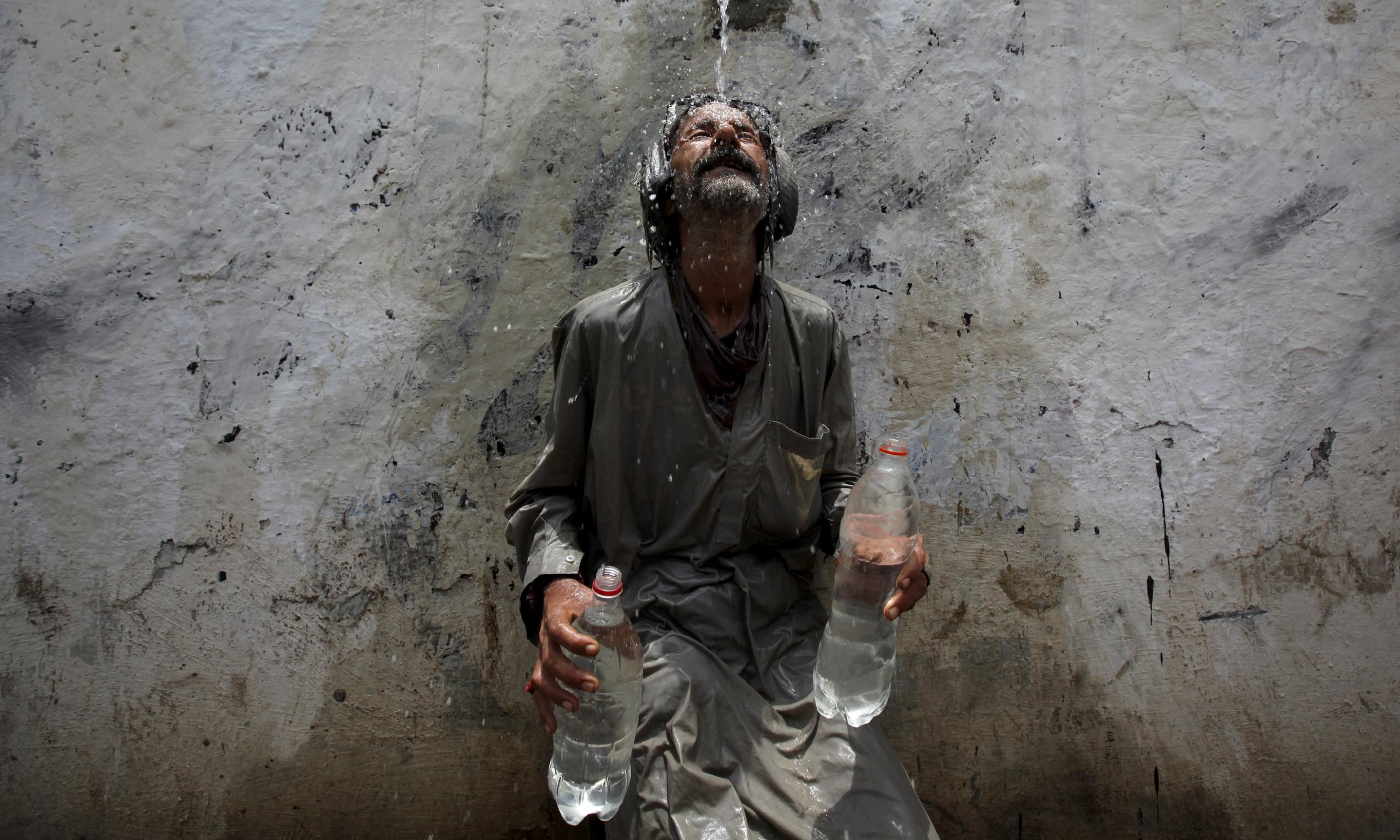 Pakistan heatwave: death toll rises to almost 750 as temperatures begin to fall