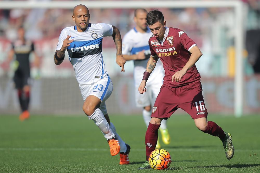 Inter midfielder Felipe Melo chases Torino's Daniele Baselli.