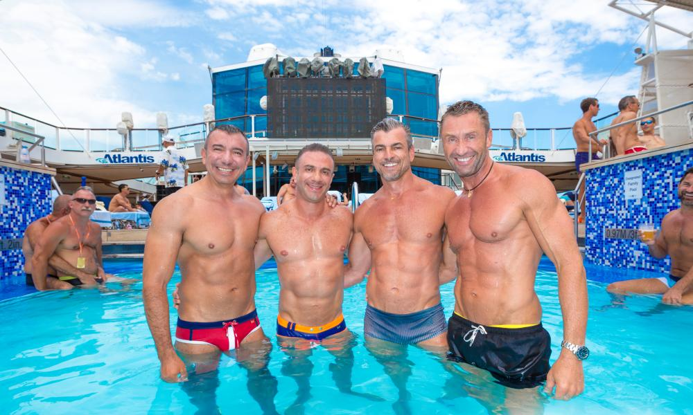 Atlantis Med Guys in Pool Gay cruise