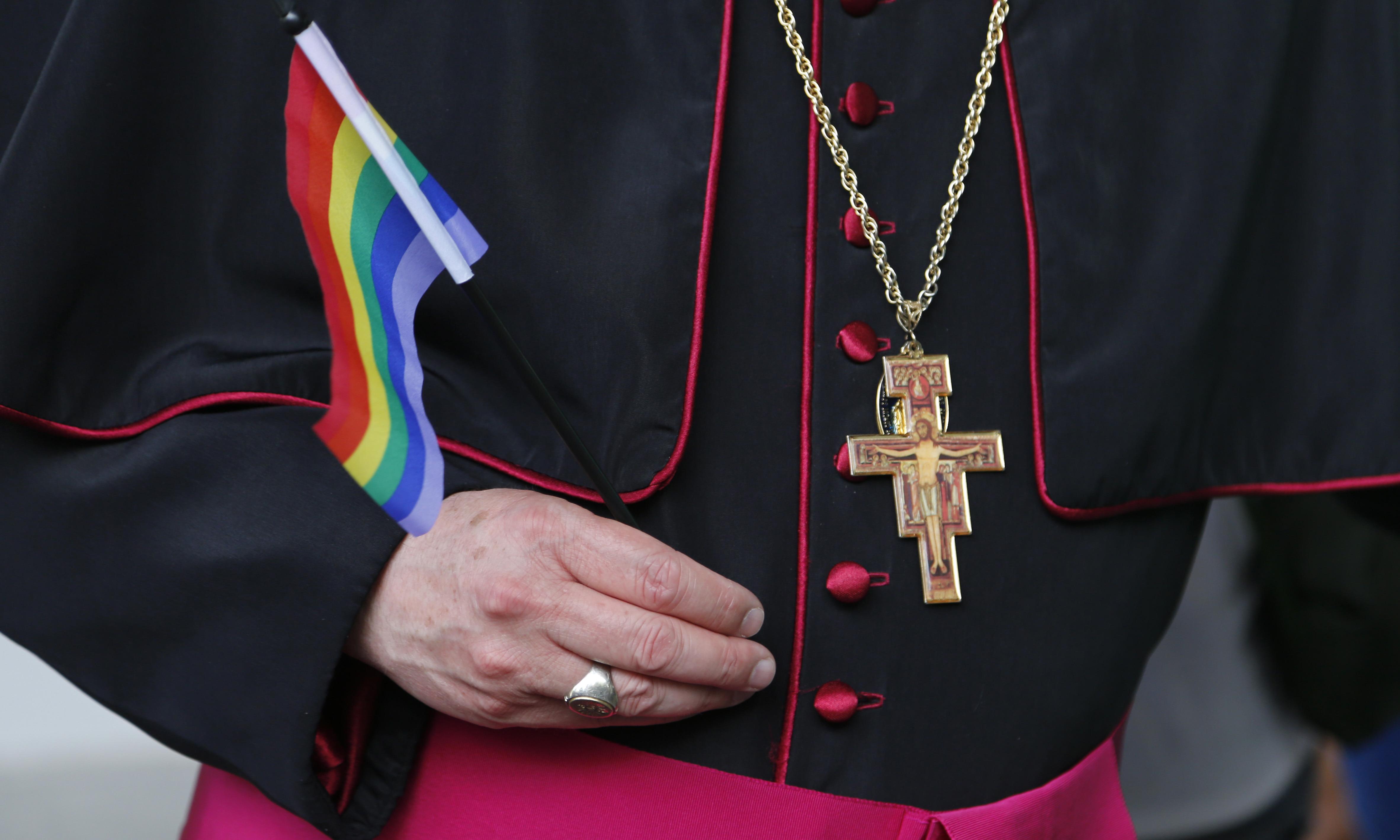 Смогли помочь геи священники если