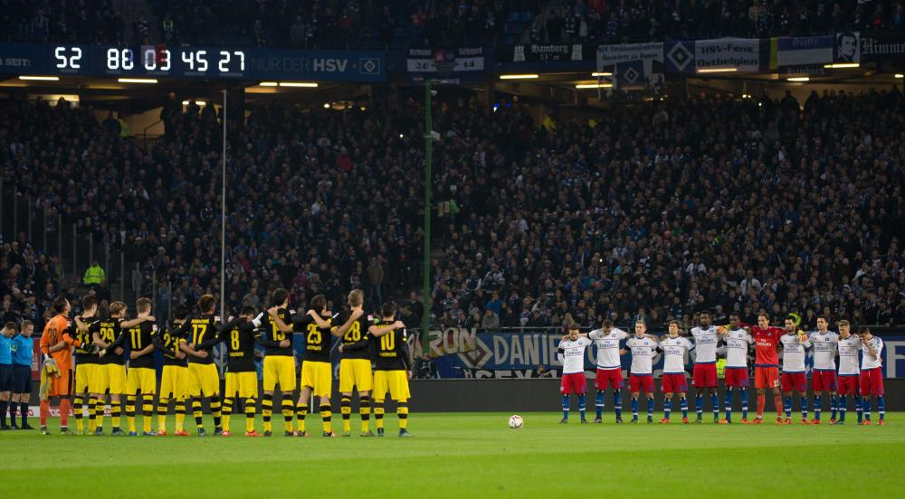 Players observe a minute of silence in tribute for the victims of the Paris attacks.