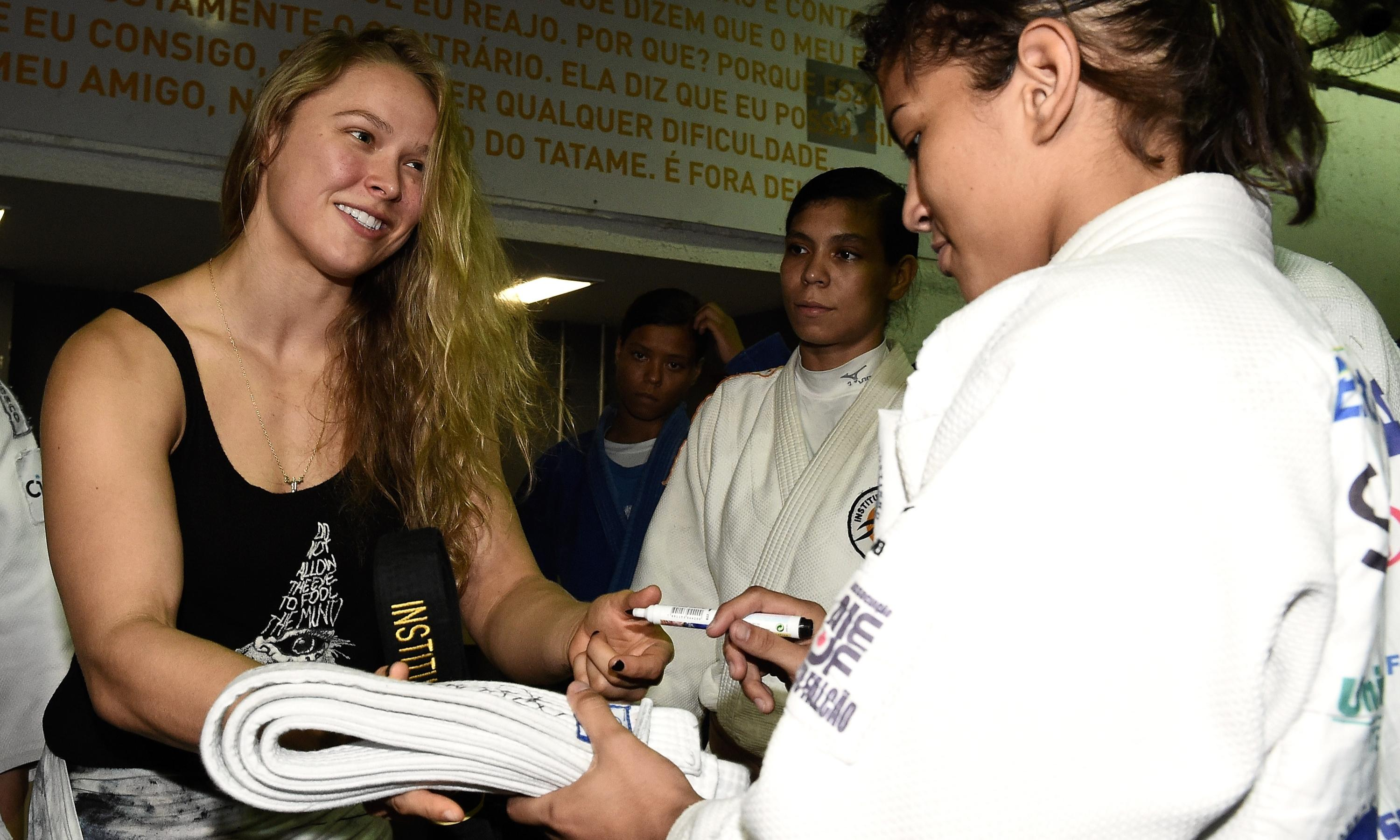 Ronda Rousey jabs Floyd Mayweather again: I earn more than you per second