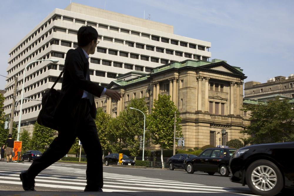 The Bank of Japan (BOJ) building in Tokyo, October 30, 2015. The Bank of Japan held off on expanding its massive stimulus program on Friday, preferring to save its dwindling policy options in the hope that the economy can overcome the drag from China's slowdown without additional monetary support. REUTERS/Thomas Peter