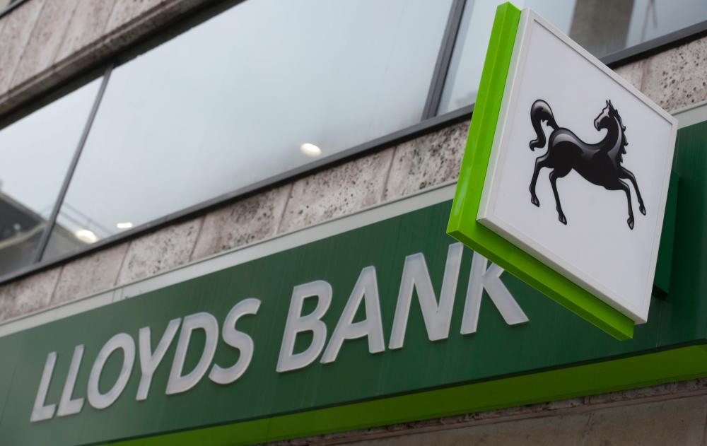 "Lloyds Bank shares to go on sale to the British public<br />epa04963989 (FILE) A file photograph showing a sign outside a Lloyds bank branch in London, Britain, 23 October 2014. According to news reports, on 05 October 2015 the British Chancellor of the Exchquer, Geroge Osbourne, has announce that 2 billion GBP or 2.7 billion euro worth of Lloyds Bank shares to go on sale to the British public. EPA/WILL OLIVER"" width=""1000″ height=""631″ class=""gu-image"" /> </figure> <p><strong>Seven long years after bailing out Lloyds Banking Group, the UK government is finally selling some of its remaining stake to the public.</strong></p> <p><a href="