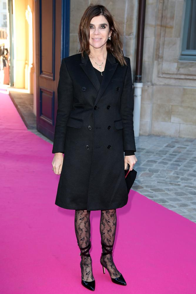 Carine Roitfeld attends the Schiaparelli show in lace tights.