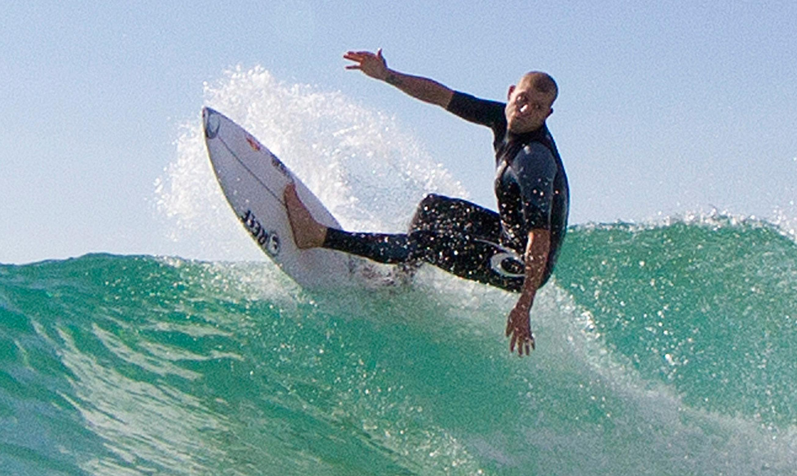 Mick Fanning donates $75,000 TV fee to surfer injured in NSW shark attack