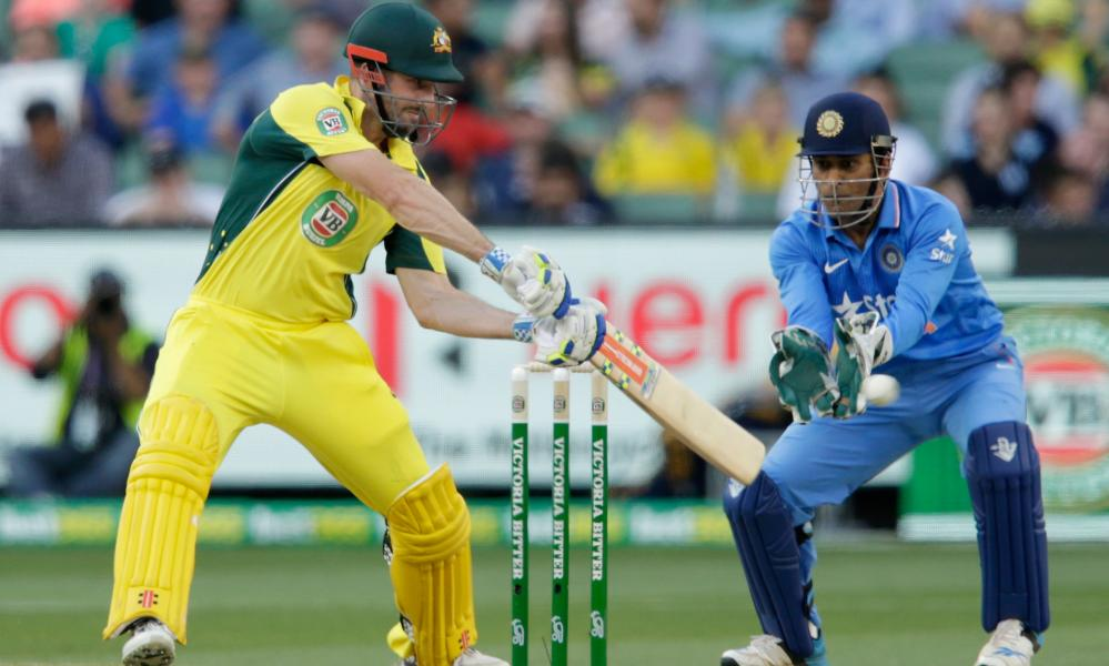 Shaun Marsh cuts in front of MS Dhoni.