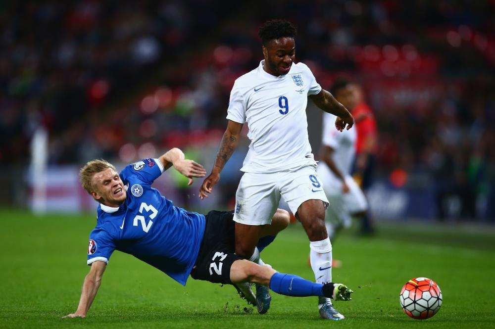 Sterling skips over the tackle from Teniste.