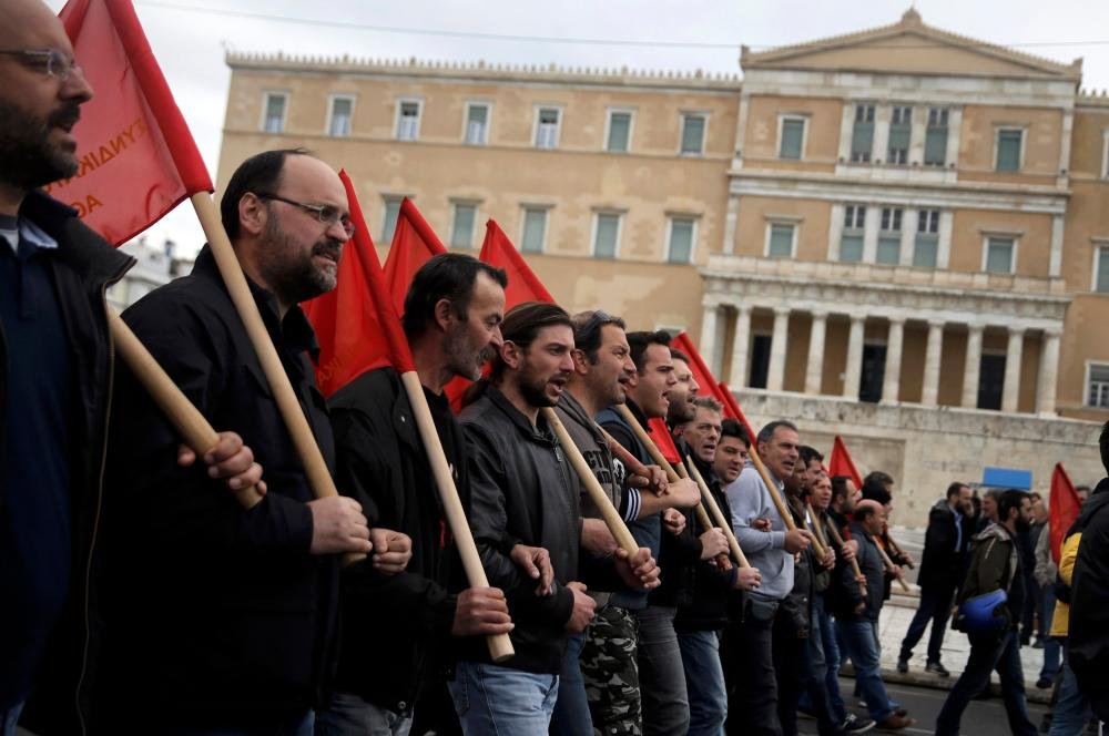 Members of the communist-affiliated PAME union march during a 24-hour general strike against planned pension reforms in Athens, Greece, February 4, 2016. REUTERS/Alkis Konstantinidis