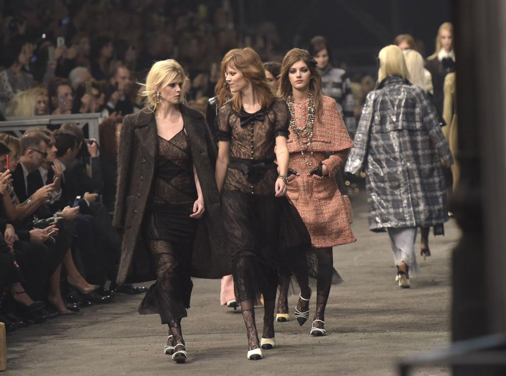 Lara Stone on the catwalk Chanel Metiers d'Art show, Rome