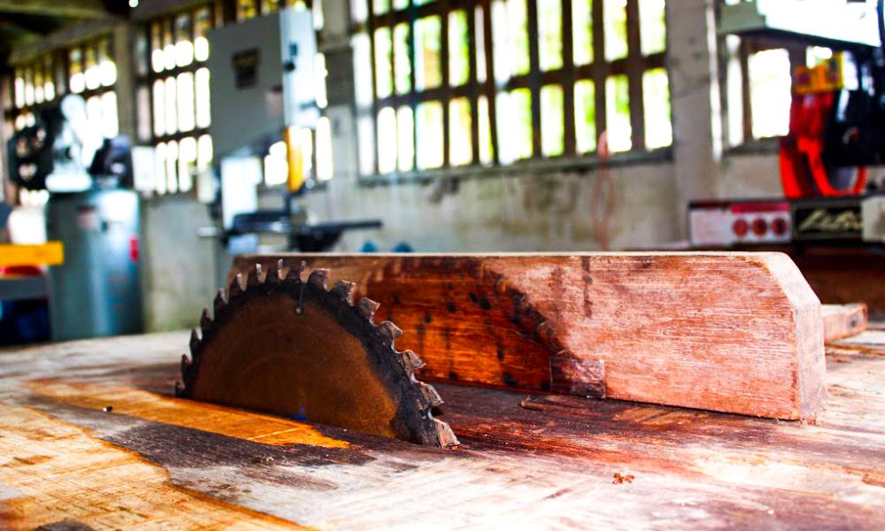 Sometimes the simplest challenges to developing a business can be the most vexing. This wood shop in Brus Laguna has tools and machinery, but no electricity to run them.