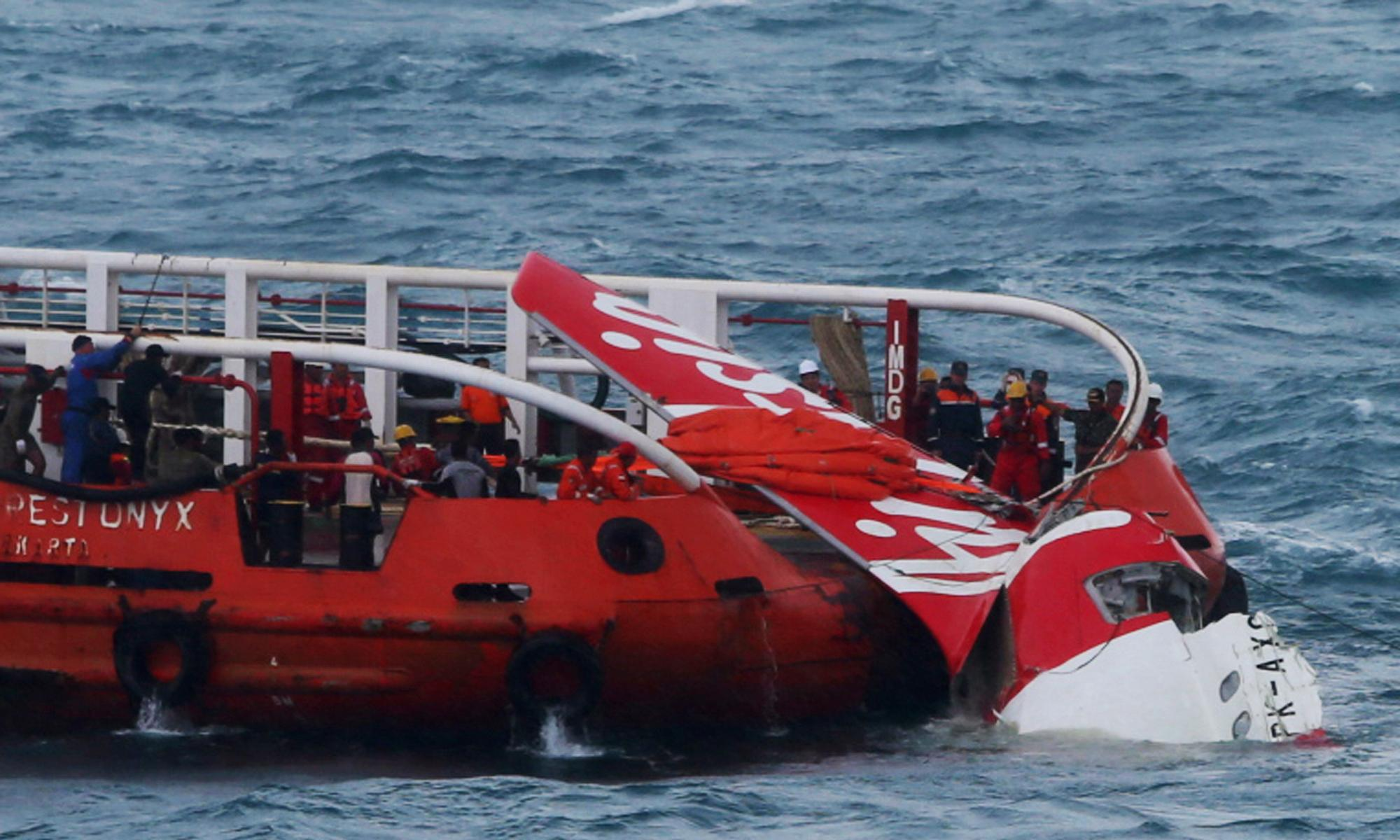 AirAsia co-pilot was in charge of plane when it crashed, investigators reveal