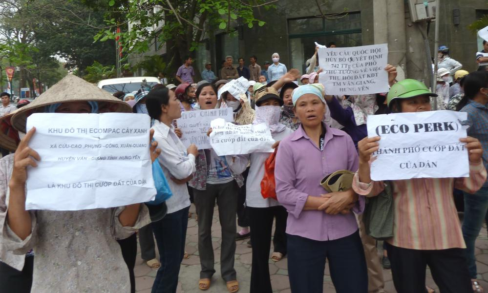 Locals gather outside the National Assembly office in central Hanoi in April 2011 to protest against the Ecopark development.
