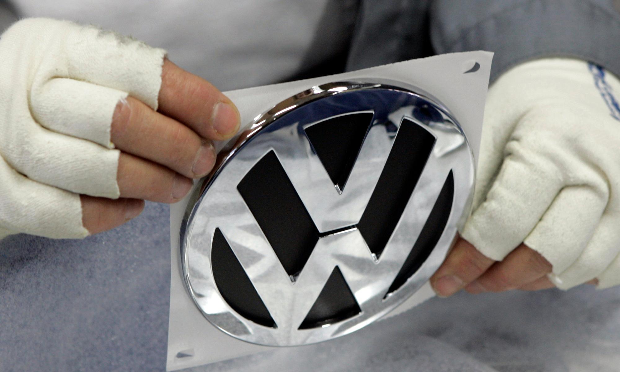 Robot kills worker at Volkswagen plant in Germany