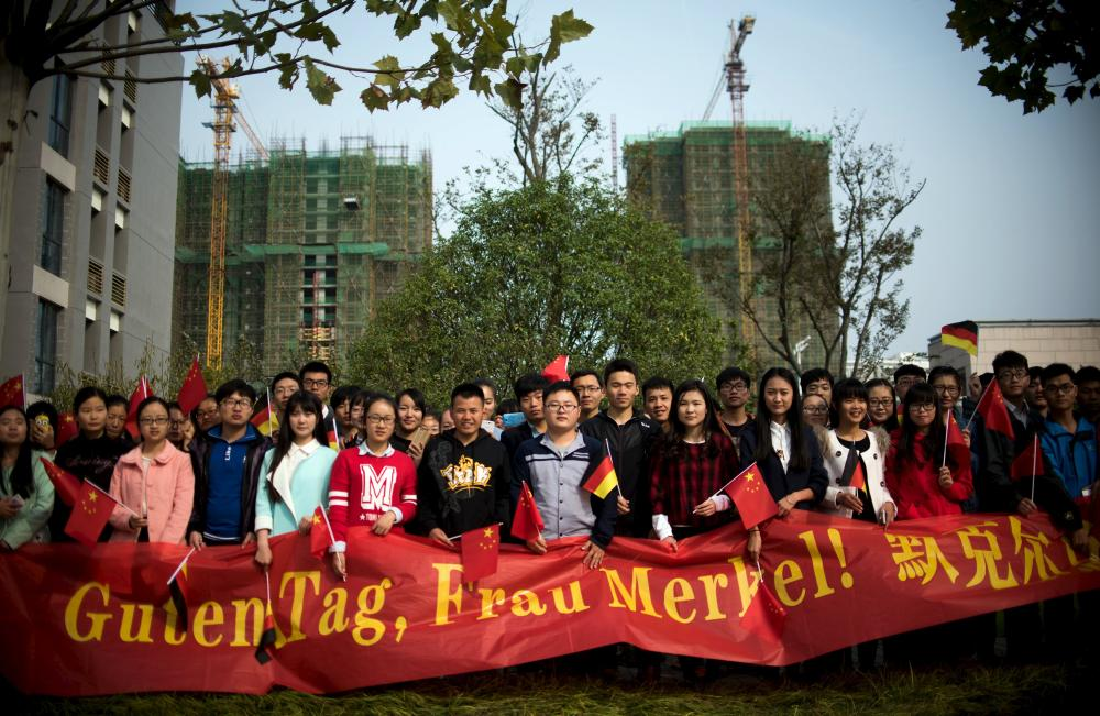 "Students with a banner await the arrival of German Chancellor Merkel at the German University in Hefei<br />Students with a banner that reads ""Good day, Mrs Merkel!"" await the arrival of German Chancellor Angela Merkel at the German University in Hefei October 30, 2015. REUTERS/ JOHANNES EISELE/Pool"
