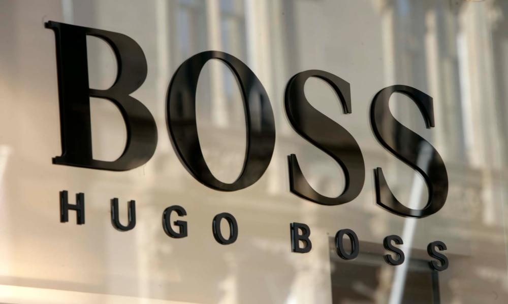 Hugo Boss shop. Shopping. Glasgow, Scotland, UK 15th February 2005 COPYRIGHT PHOTO BY MURDO MACLEOD menswear clothes All Rights Reserved Tel + 44 131 669 9659 Mobile +44 7831 504 531 Email: m@murdophoto.com STANDARD TERMS AND CONDITIONS APPLY see for details: http://www.murdophoto.com/T%26Cs.html No syndication, no redistrubution, repro fees apply.