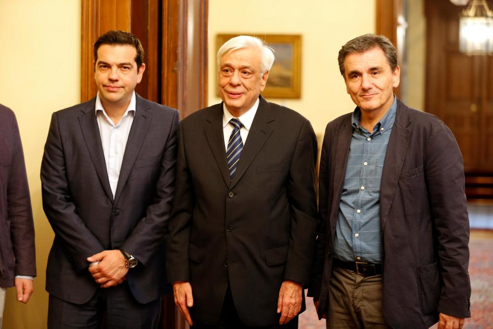 Swearing in of new Greek Finance Minister Euclid Tsakalotos<br />epa04834322 Greek President Prokopis Pavlopoulos (C) and Greek Prime Minister Alexis Tsipras (L) during the swearing-in ceremony of new Greek Finance Minister Euclides Tsakalotos (R) at the Presidential Palace in Athens, Greece, 06 July 2015. Greek voters resoundingly rejected bailout terms in a referendum on 05 July. Athens said it was willing to resume talks with international creditors, and eurozone leaders were planning an emergency summit on 07 July to tackle the crisis. EPA/ARMANDO BABANI&#8221; width=&#8221;1000&#8243; height=&#8221;667&#8243; class=&#8221;gu-image&#8221; /><br /> <figcaption> <span class=