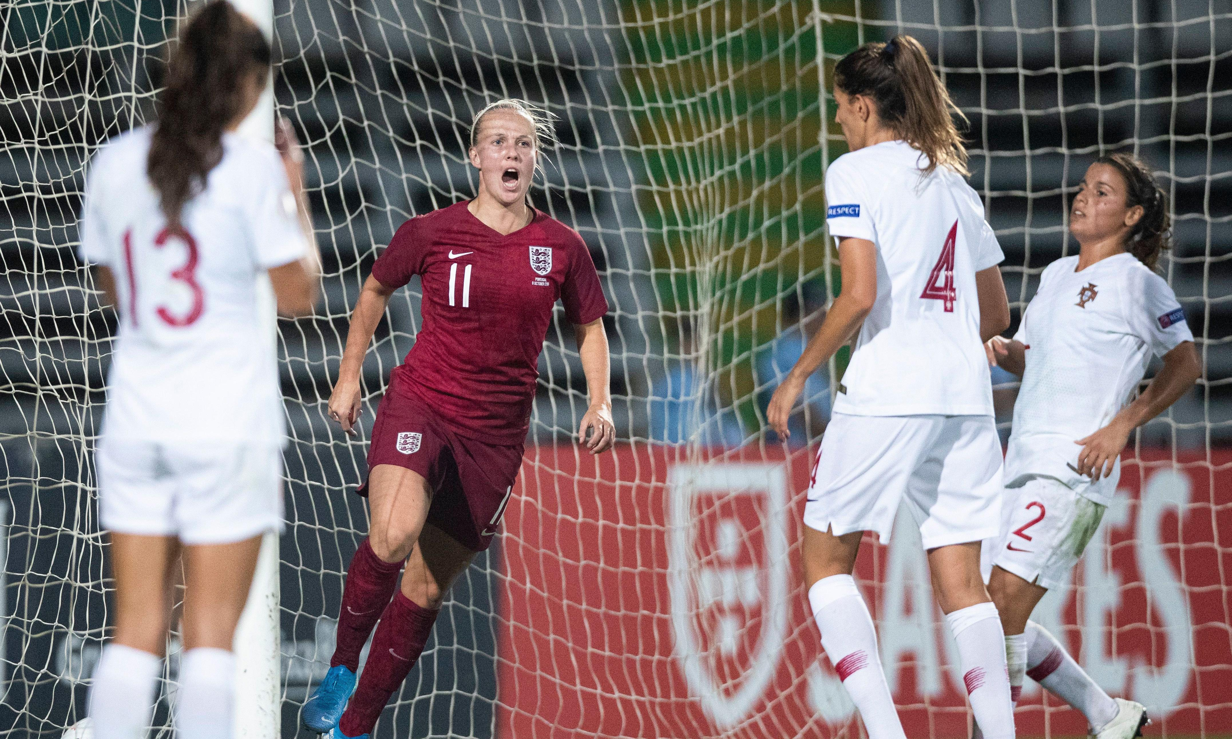 Beth Mead snatches win for England after Morais's goalkeeping howler