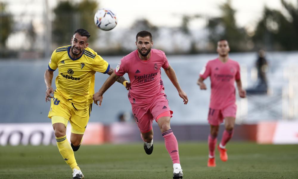 Real Madrid's Nacho (right) vies for the ball with Álvaro Negredo.