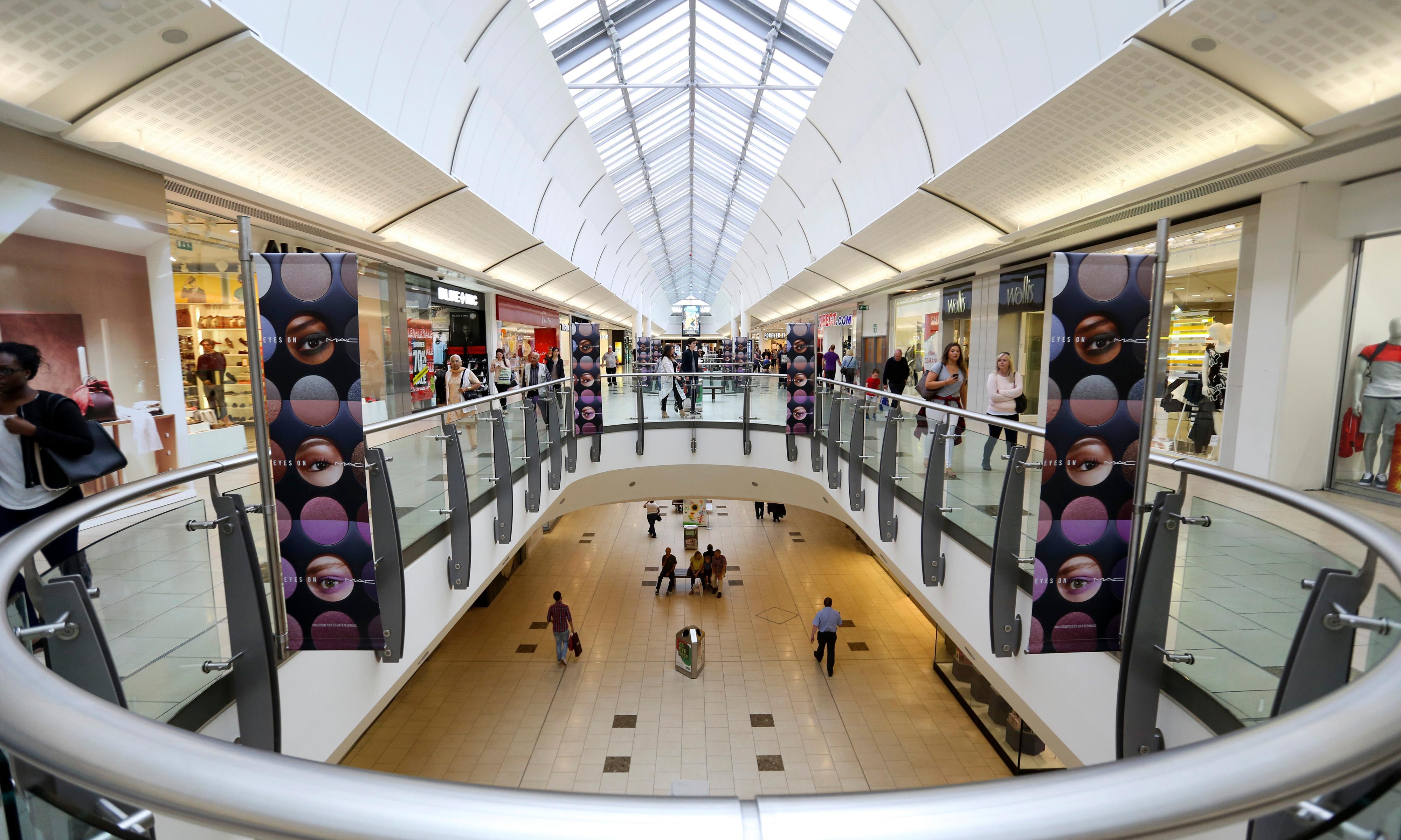 Shopping centre firm Intu considers cash call amid high street crisis