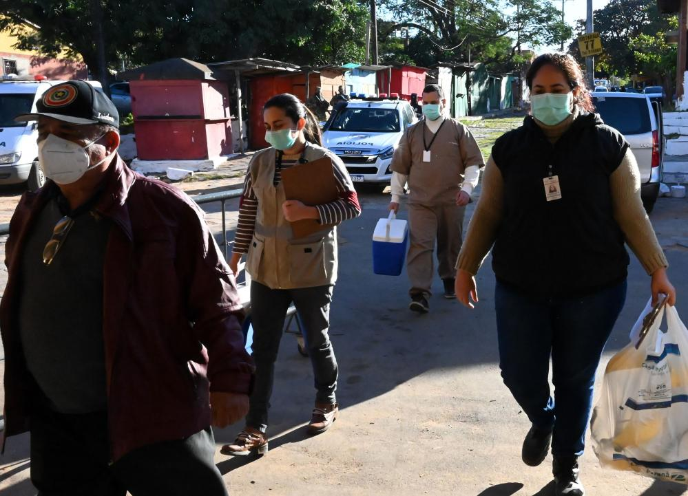 Health workers arrive to Tacumbu prison to carry out Covid-19 tests in Asuncion. The Paraguayan justice minister, Cecilia Perez, reported that positive cases of Covid-19 were confirmed at the National Penitentiary in Tacumbu and were 40 inmates were isolated.