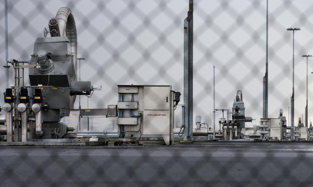 picture through a wire fence of the gas plant at Groningen