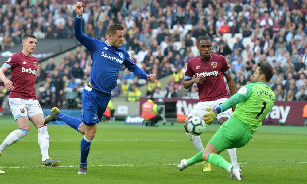 Gylfi Sigurosson of Everton shoots is denied by West Ham keeper Lukasz Fabiansk.