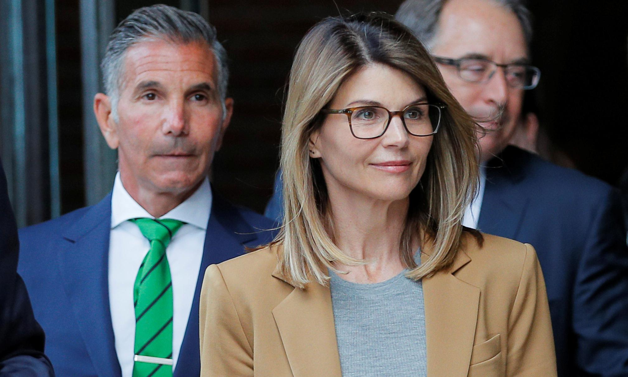 Lori Loughlin to plead not guilty in college bribery case