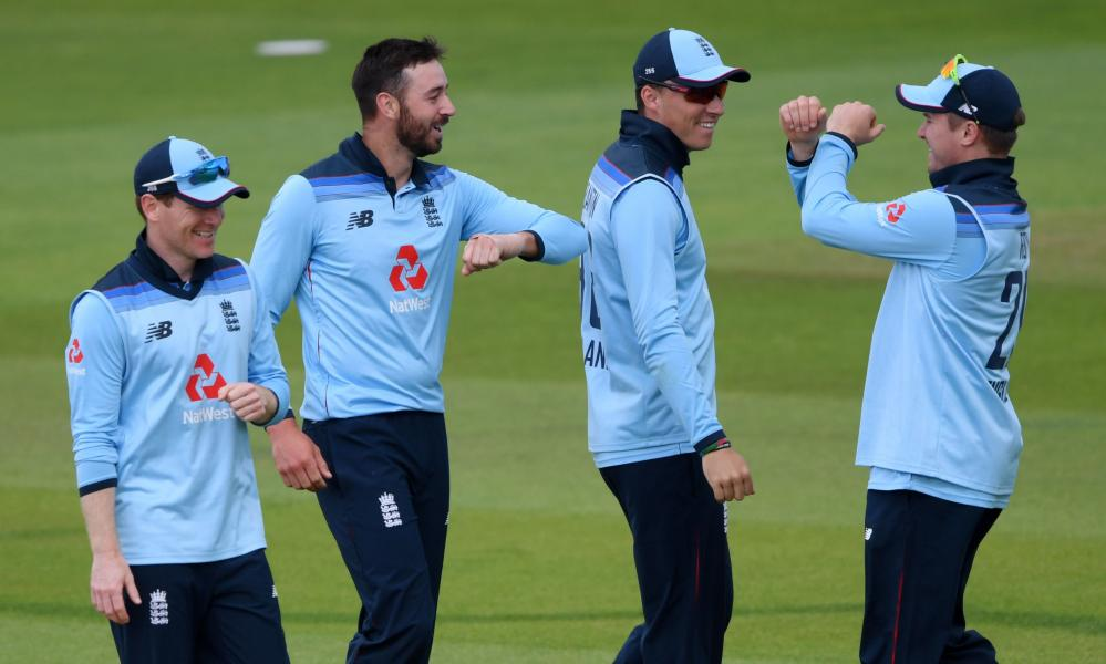 England's James Vince (second left) celebrates taking the wicket of Ireland's Andy Balbirnie.