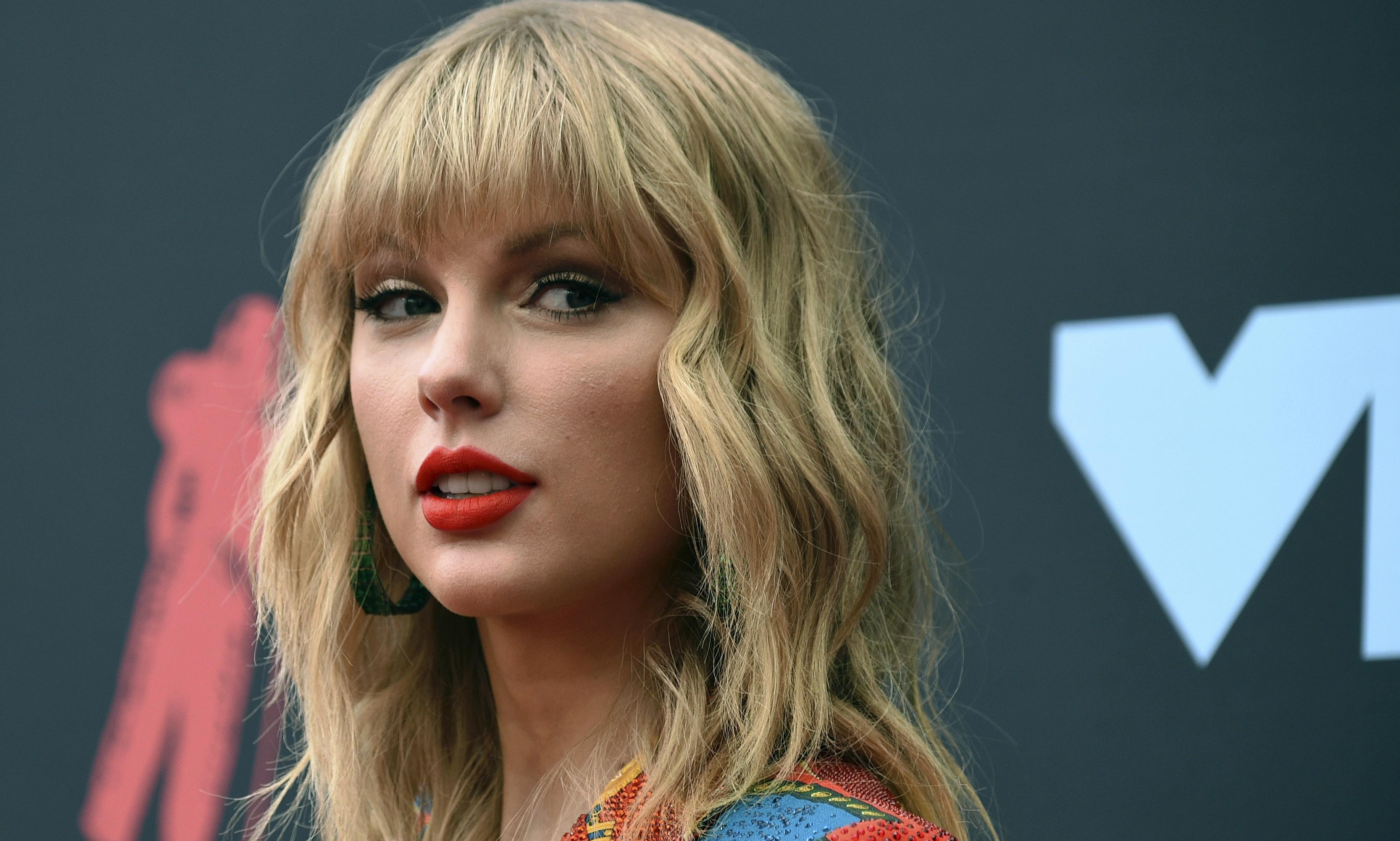 Taylor Swift cancels Melbourne Cup performance after criticism from animal rights groups