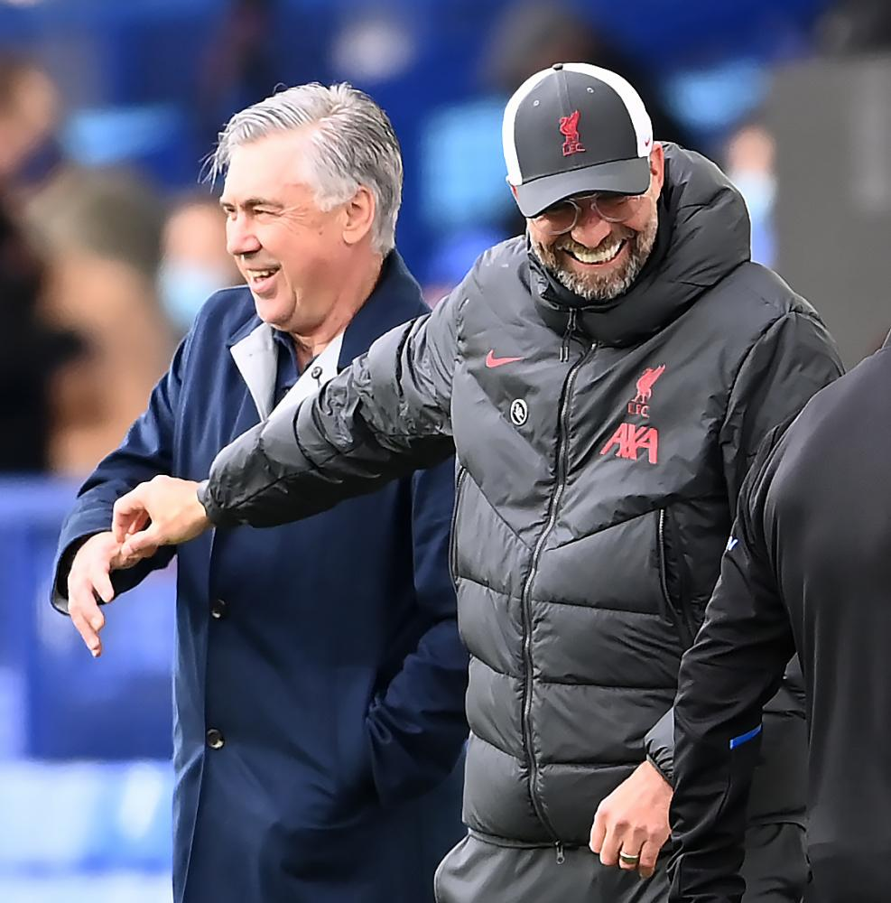 Ancelotti and Klopp shake hands before the match