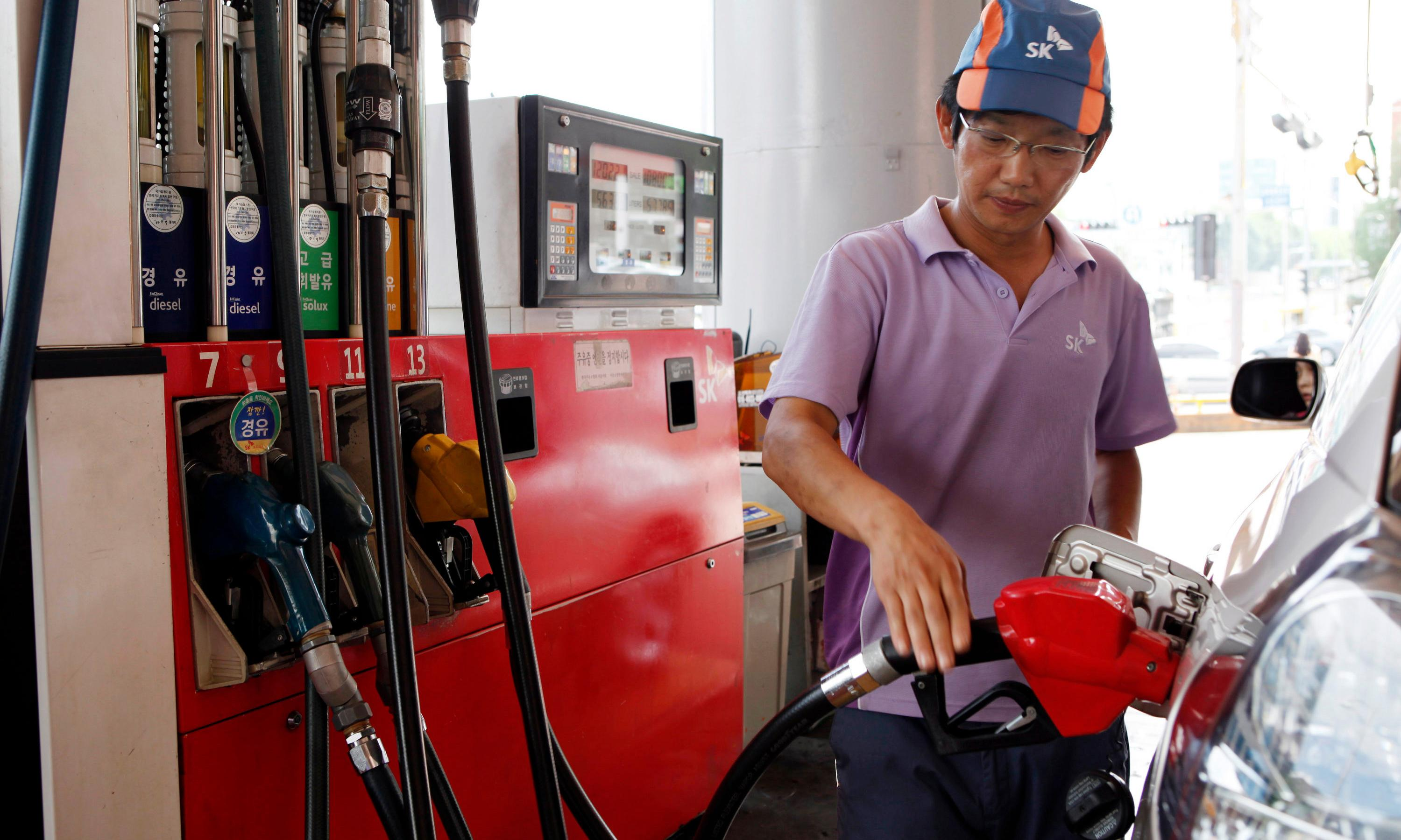 South Korean petrol stations refuse to fill up Japanese cars amid growing boycott