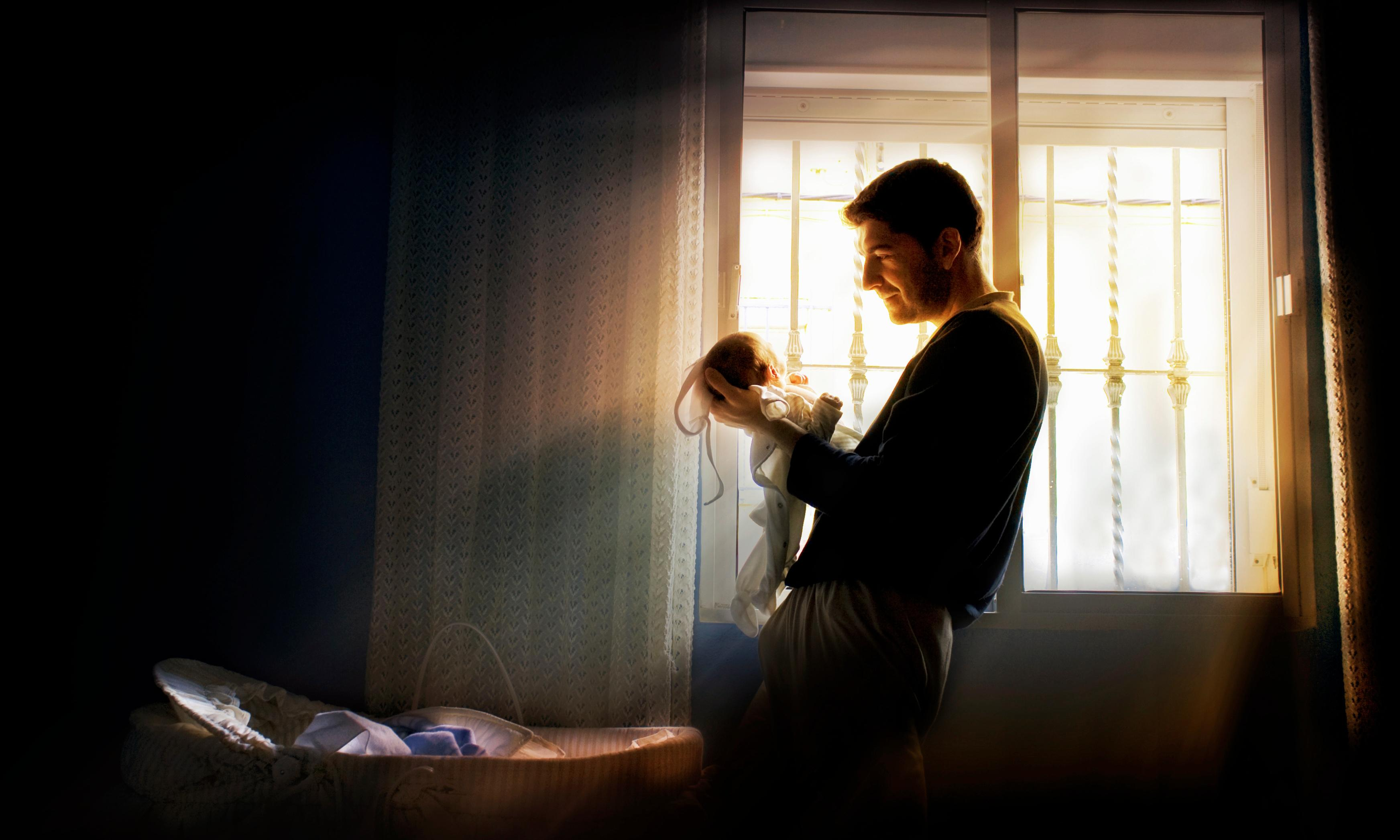 Men who receive paid paternity leave want fewer children, study finds