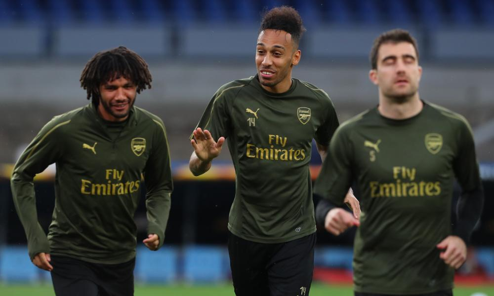 Arsenal prepare themselves at the Stadio San Paolo.