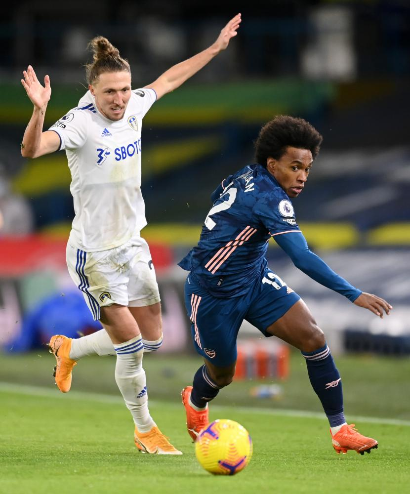 Ayling battles for possession with Willian