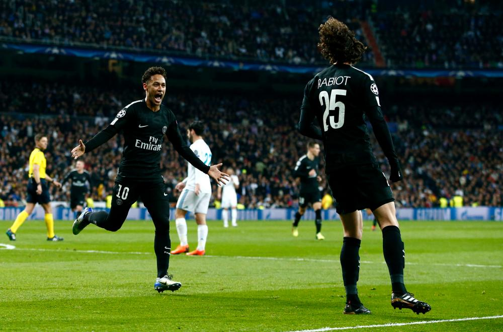 Neymar runs to celebrate with Rabiot.