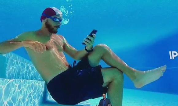 ACCC sues Samsung for 'misleading' water-resistant claims on Galaxy phones