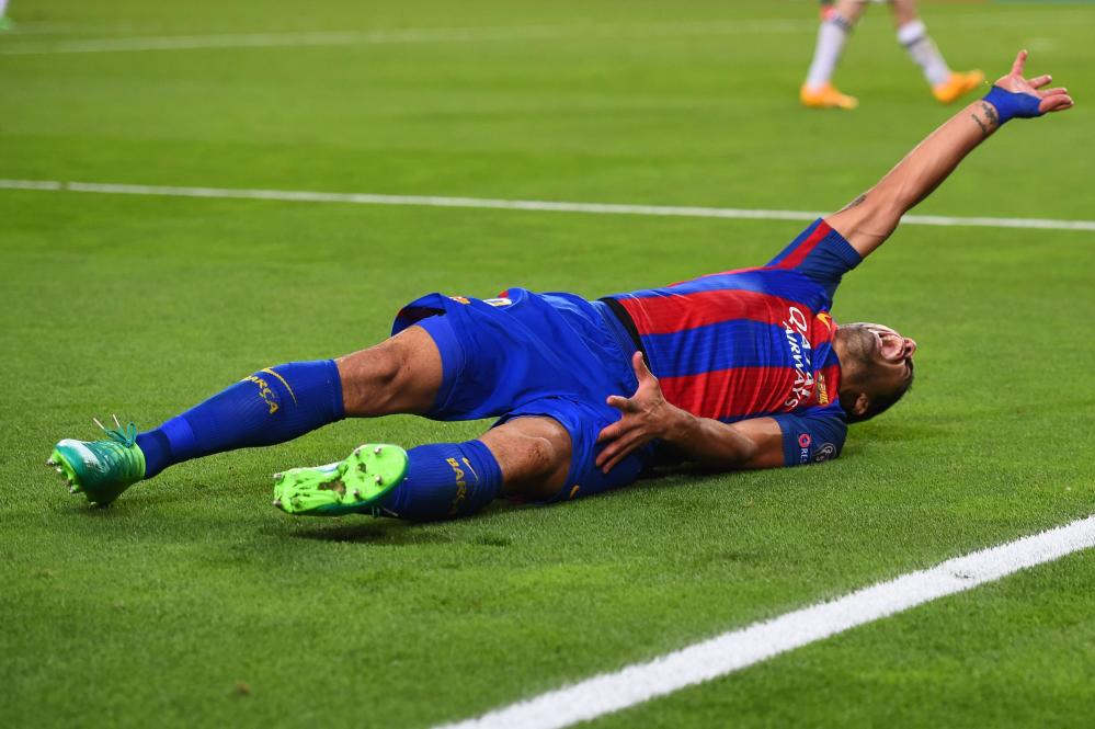 Suarez is down...