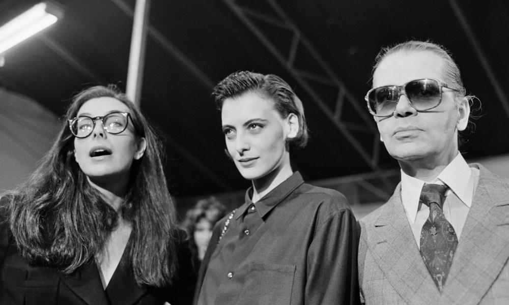 Carole Bouquet, the French actor, left, with the model Inès de La Fressange and Karl Lagerfeld attending the spring-summer ready-to-wear fashion show in Paris in 1986.