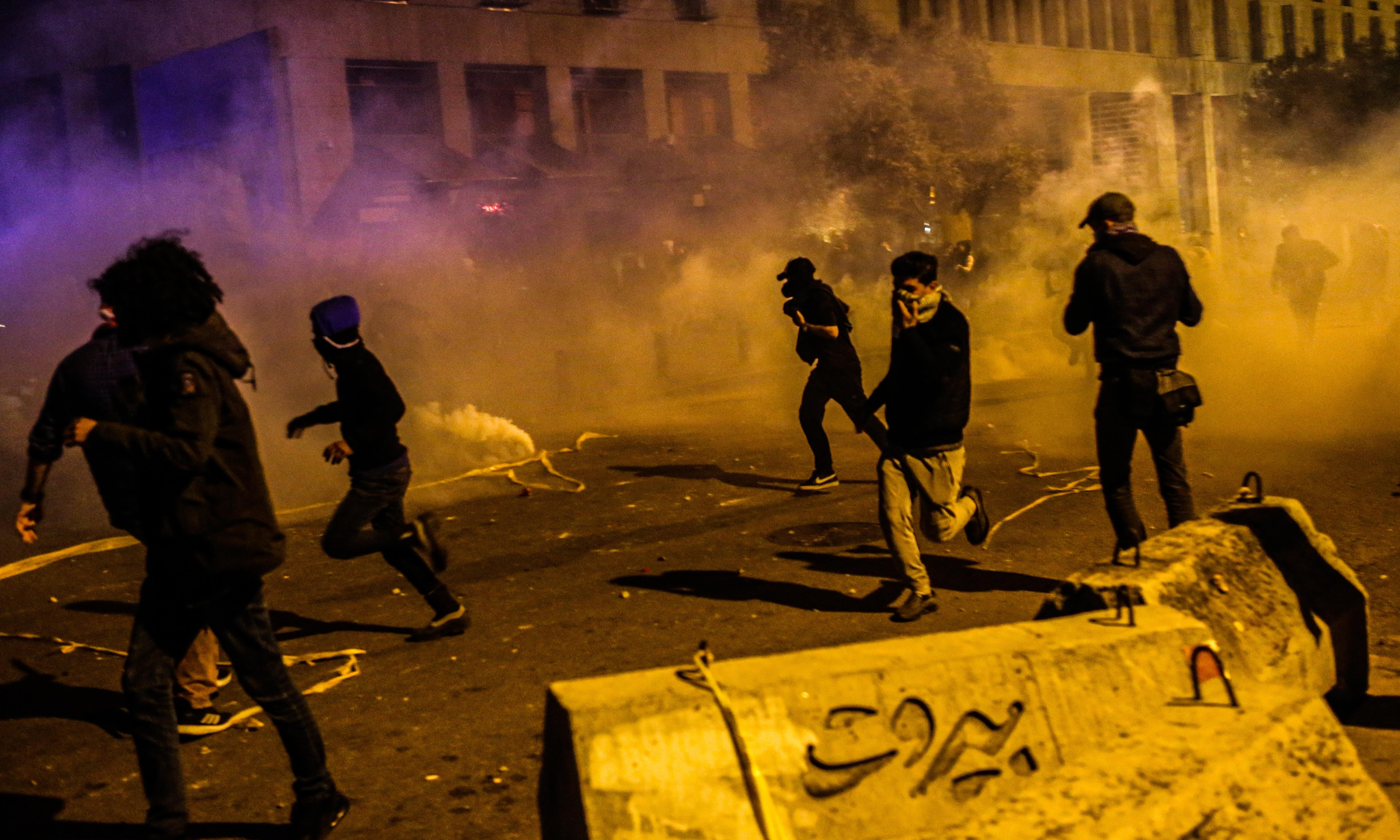Lebanon protests: 40 injured as violence flares again in Beirut