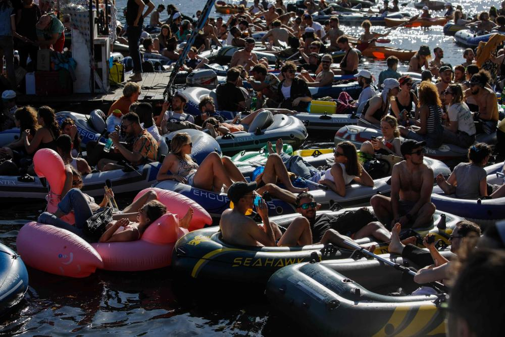 The organisers said they had not expected 400 boats to turn up.