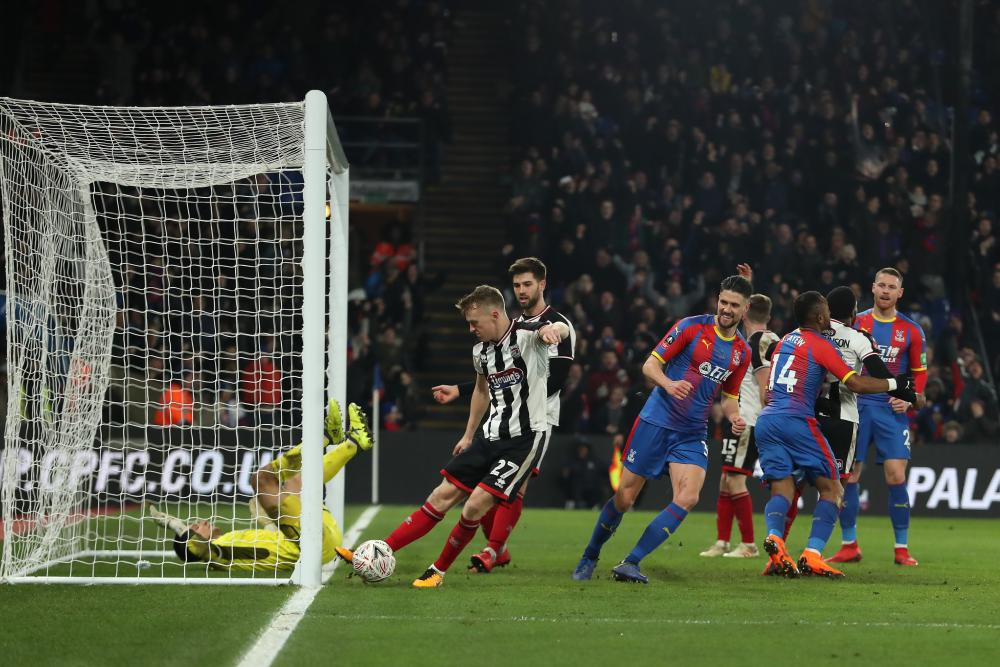Jordan Ayew scores the winner for Palace.