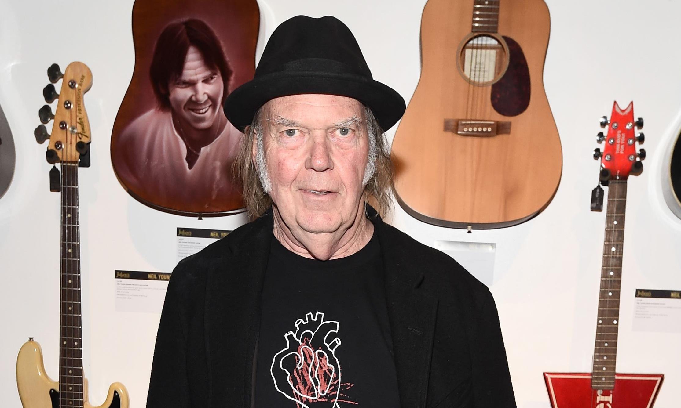 Neil Young criticises Trump after losing his home in California fires