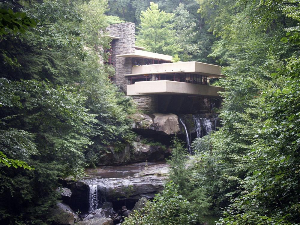 frank lloyd wrights fallingwater house in pennsylvania