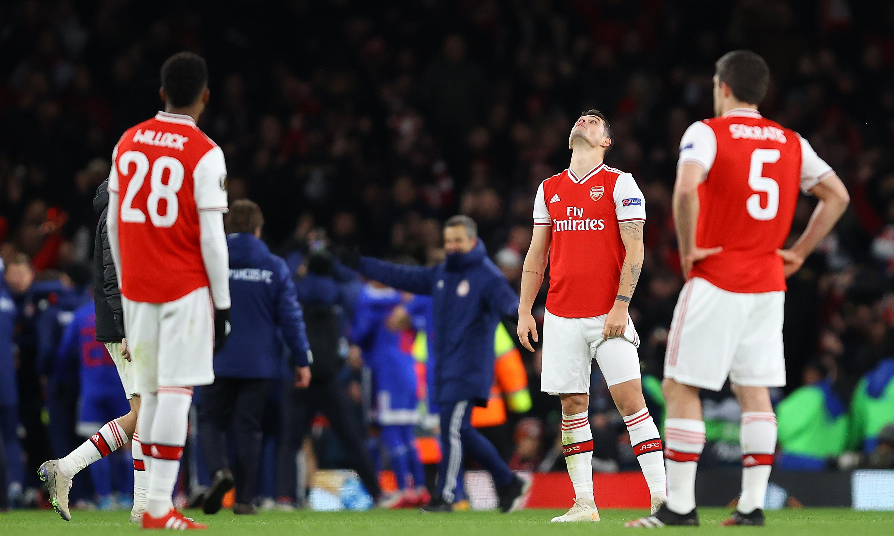 Arsenal sent crashing out of Europa League by late Olympiakos winner