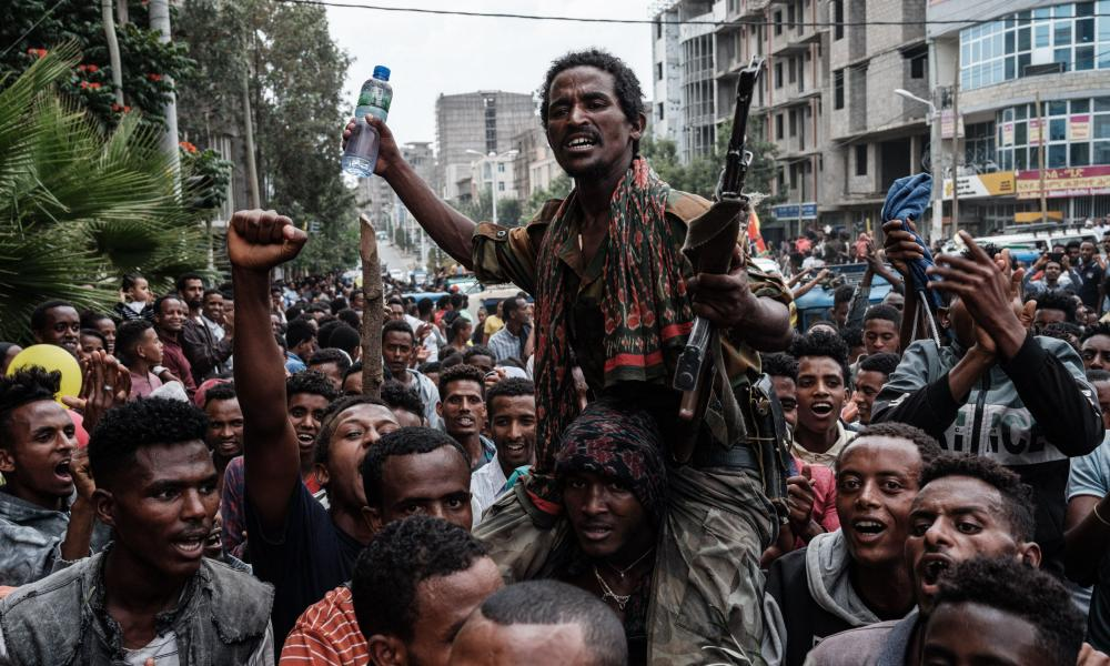 A pro-TPLF rebel is escorted by supporters as he returns to Mekelle.