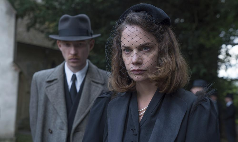 Domhnall Gleeson as Dr Faraday and Ruth Wilson as caroline Ayres in The Little Stranger.